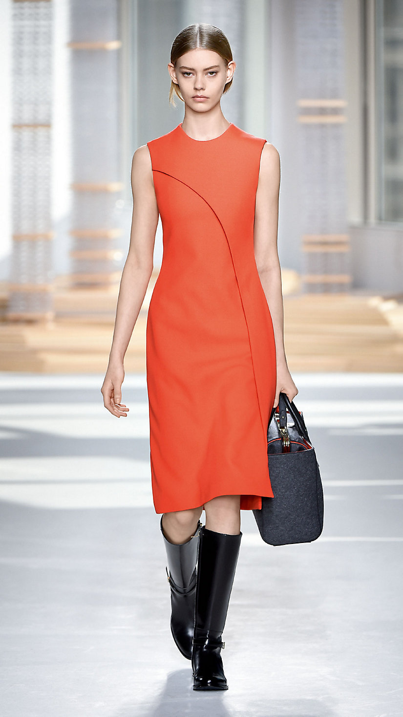 2015 纽约时装周秋冬 T 台秀上一款受包豪斯运动启发的时装
