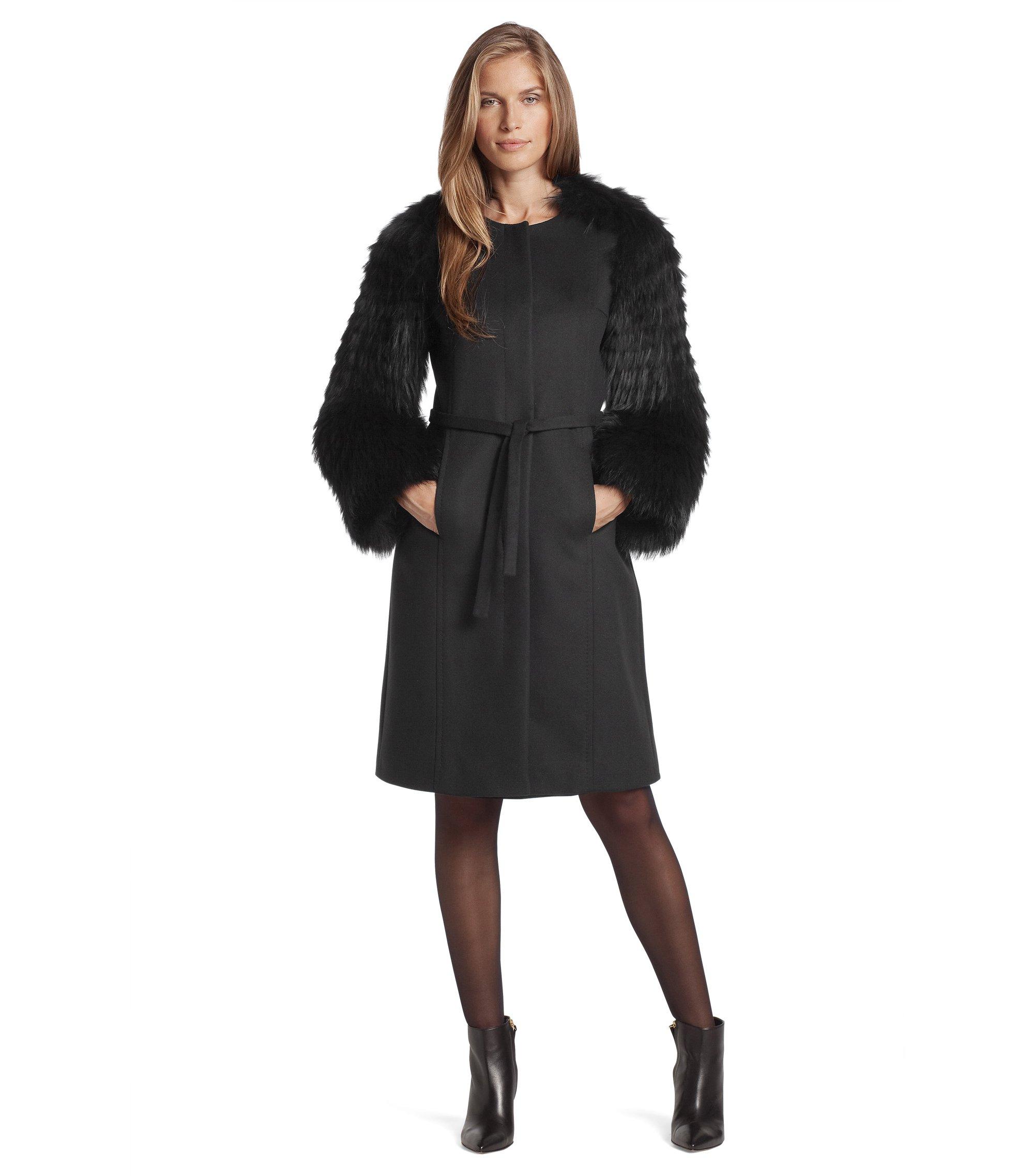 Mantel ´Cesna` mit Ärmeln aus Waschbär-Fell, Schwarz