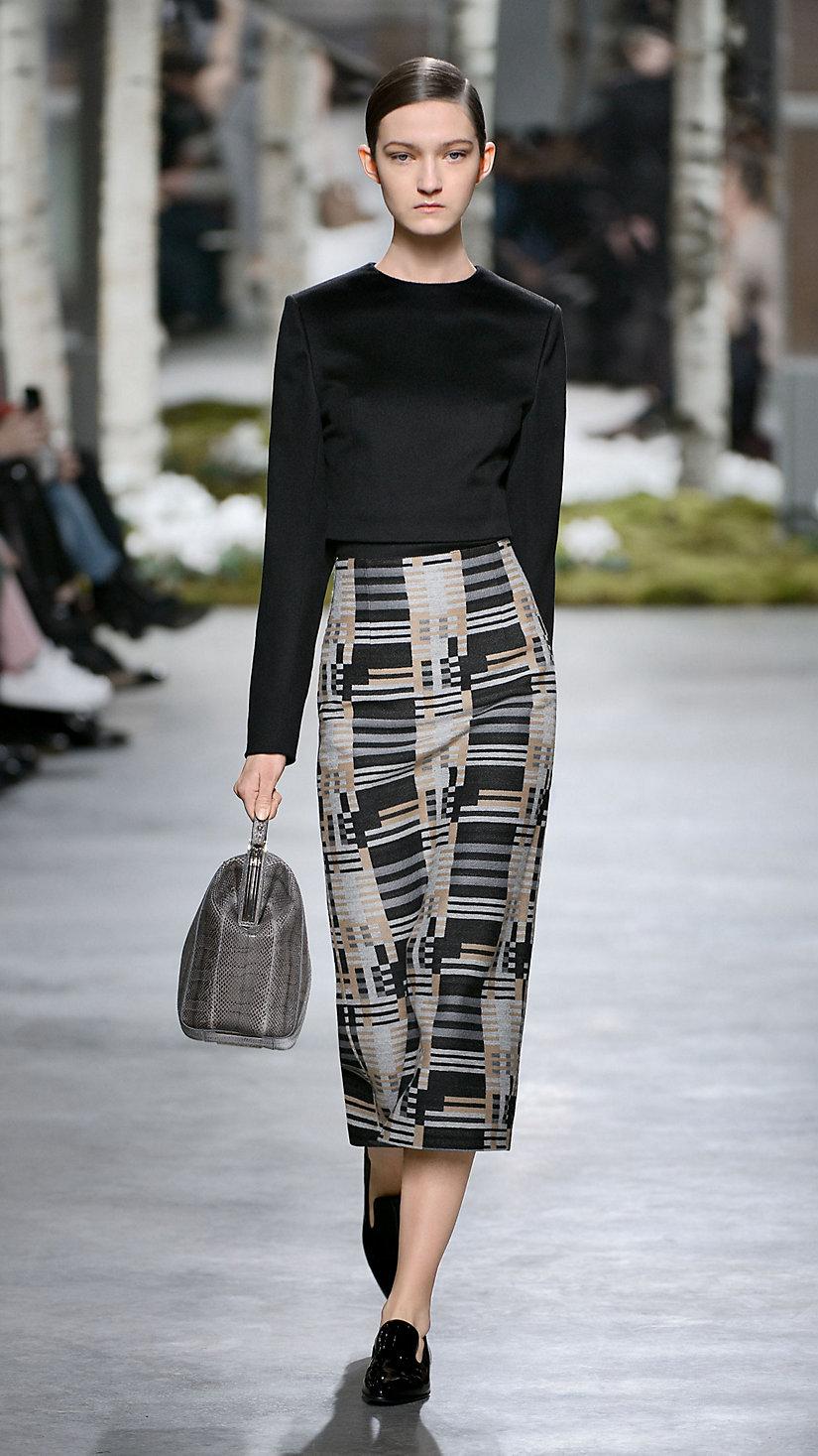2014 纽约时装周秋冬 T 台秀上一款受包豪斯运动启发的时装