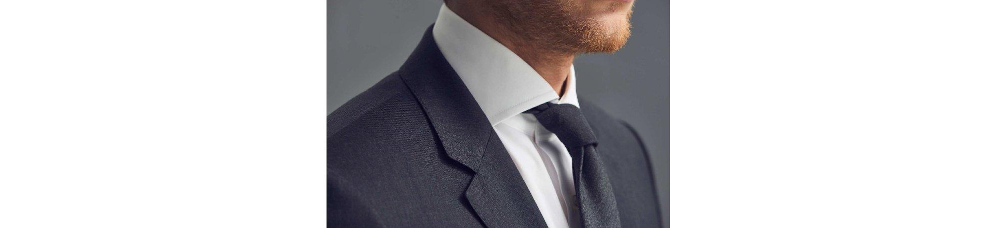 Dunkelblauer Anzug und Krawatte von BOSS