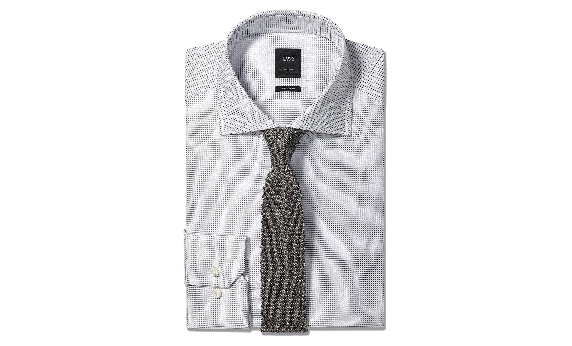 Graues Hemd und Strickkrawatte von BOSS