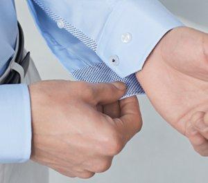 4199c5759b17 Artículo de BOSS para hombre sobre cómo remangar una camisa ...