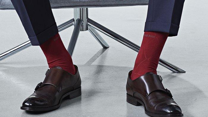 Der BOSS Guide zu den passenden Socken zum Anzug