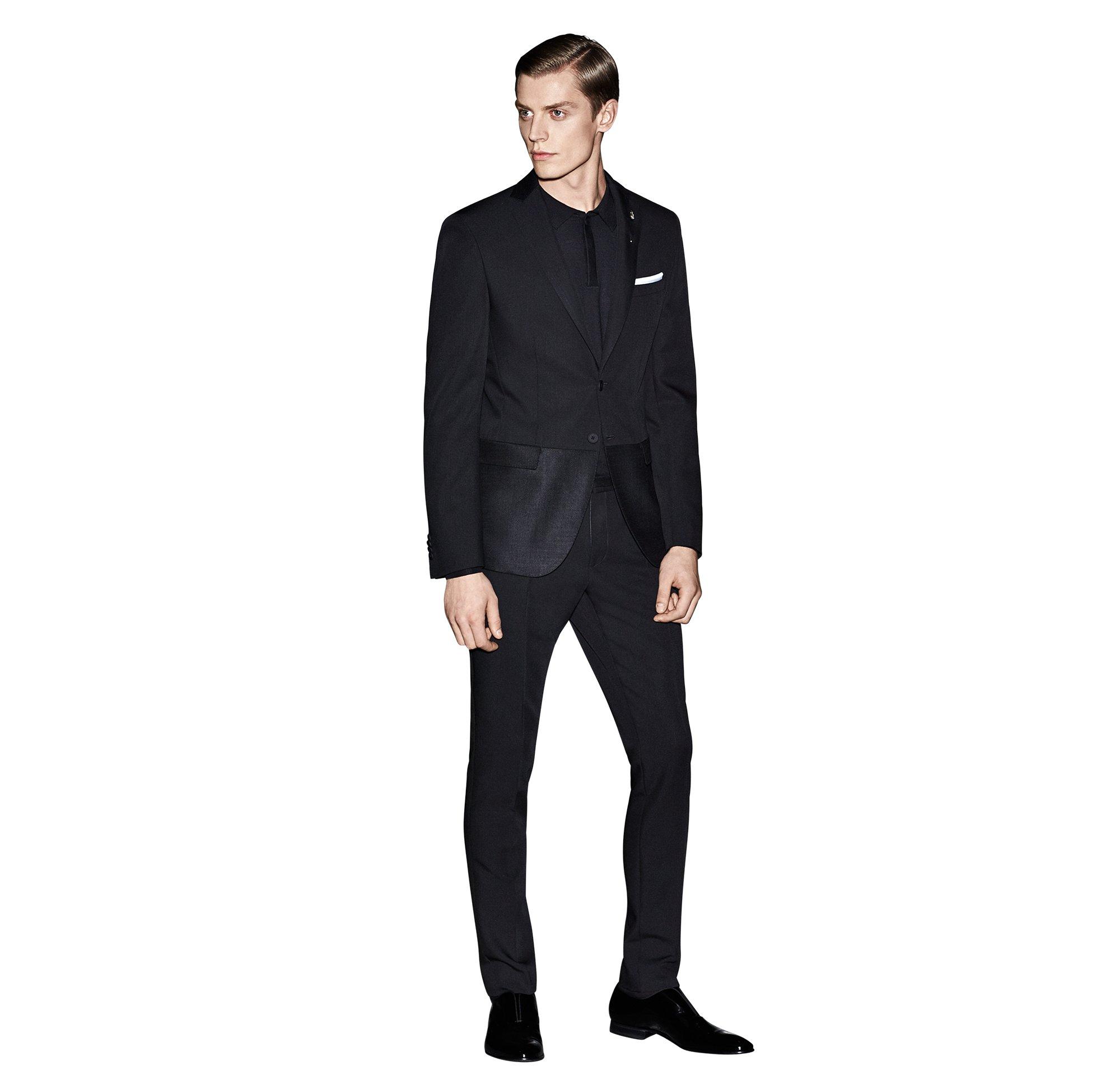 Zwart kostuum, zwart overhemd van BOSS