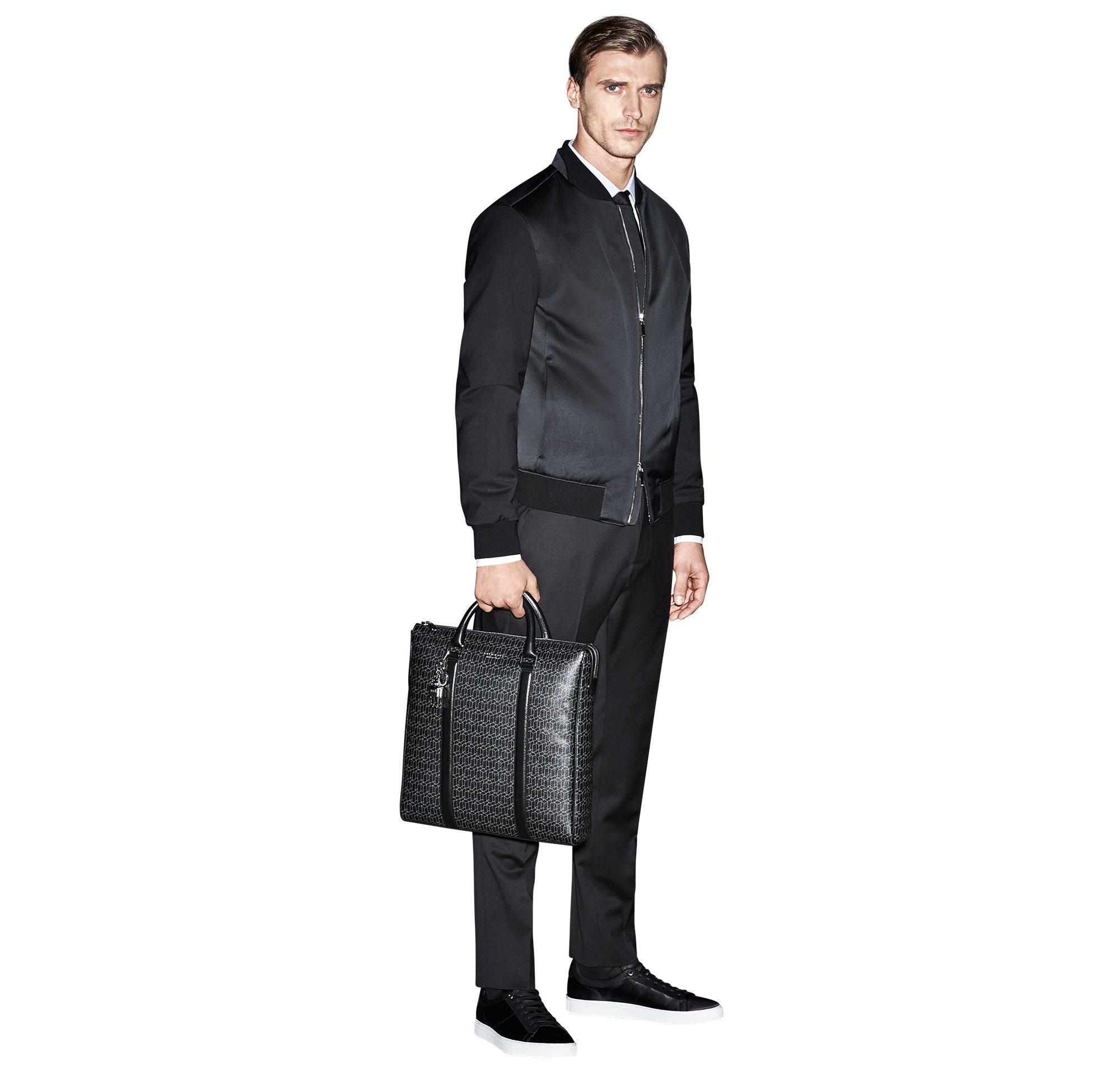 Schwarzer Blouson und Hose, weißes Hemd und schwarze Krawatte von BOSS