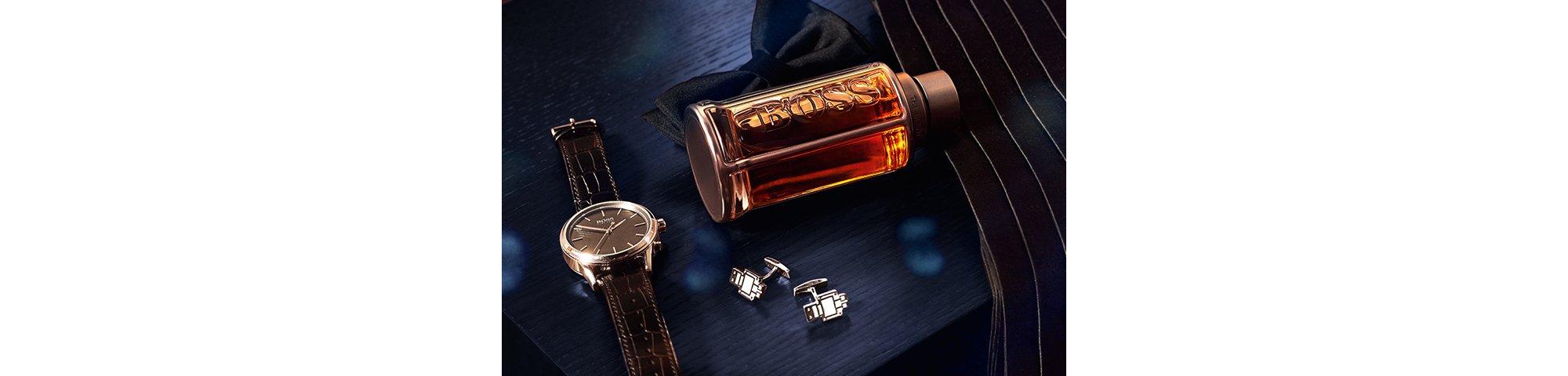 Zwart vlinderdasje, zwart horloge, geur BOSS Bottled en BOSSbot-manchetknopen van BOSS
