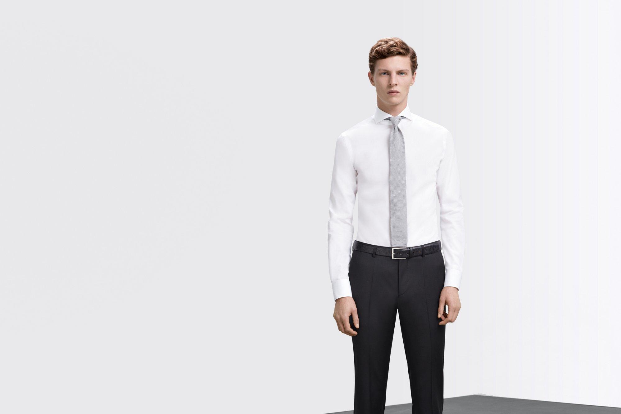 Weißes Hemd mit Regular-Fit und graue Krawatte von BOSS