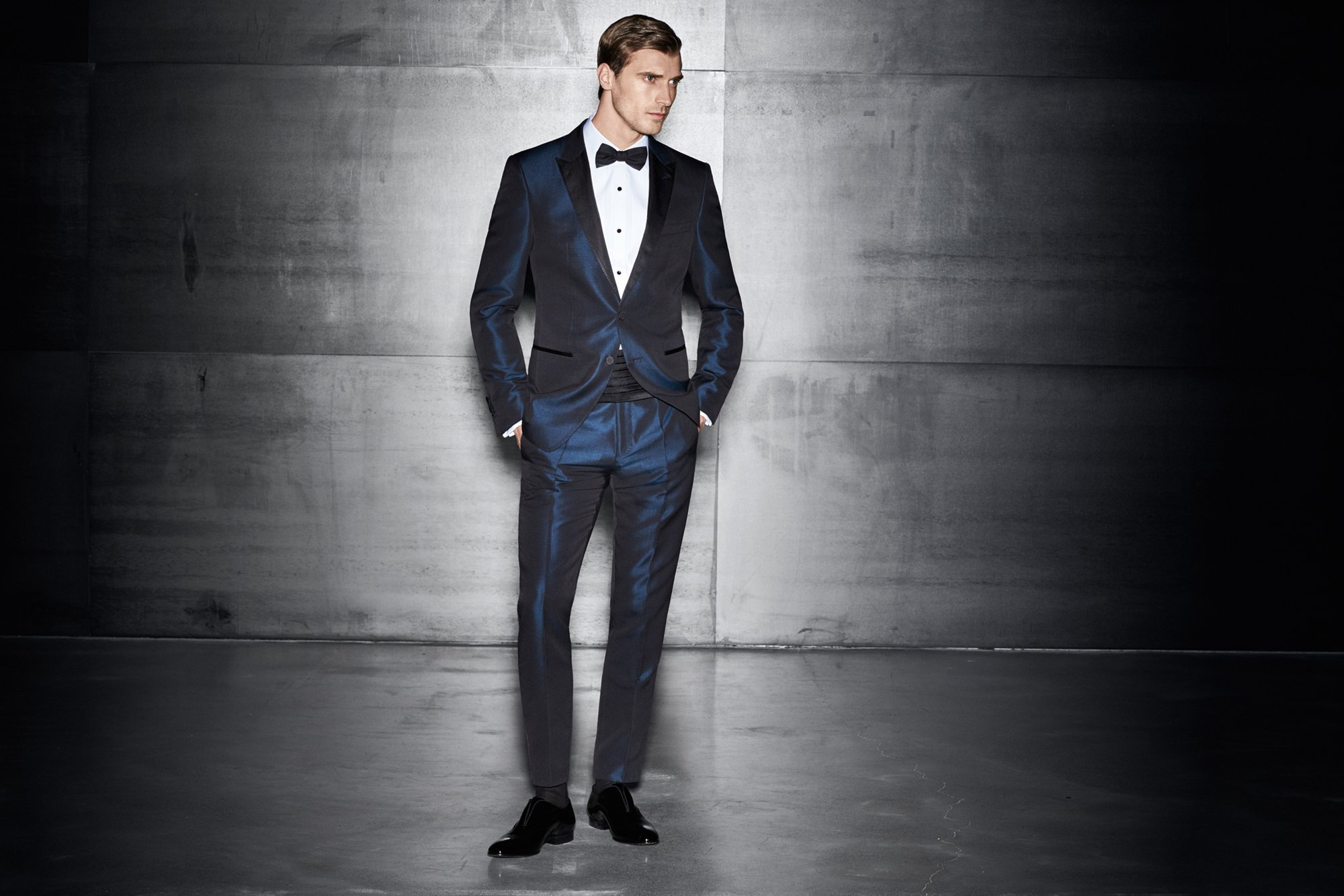 Dark blue suit over white shirt and black shoes by BOSS