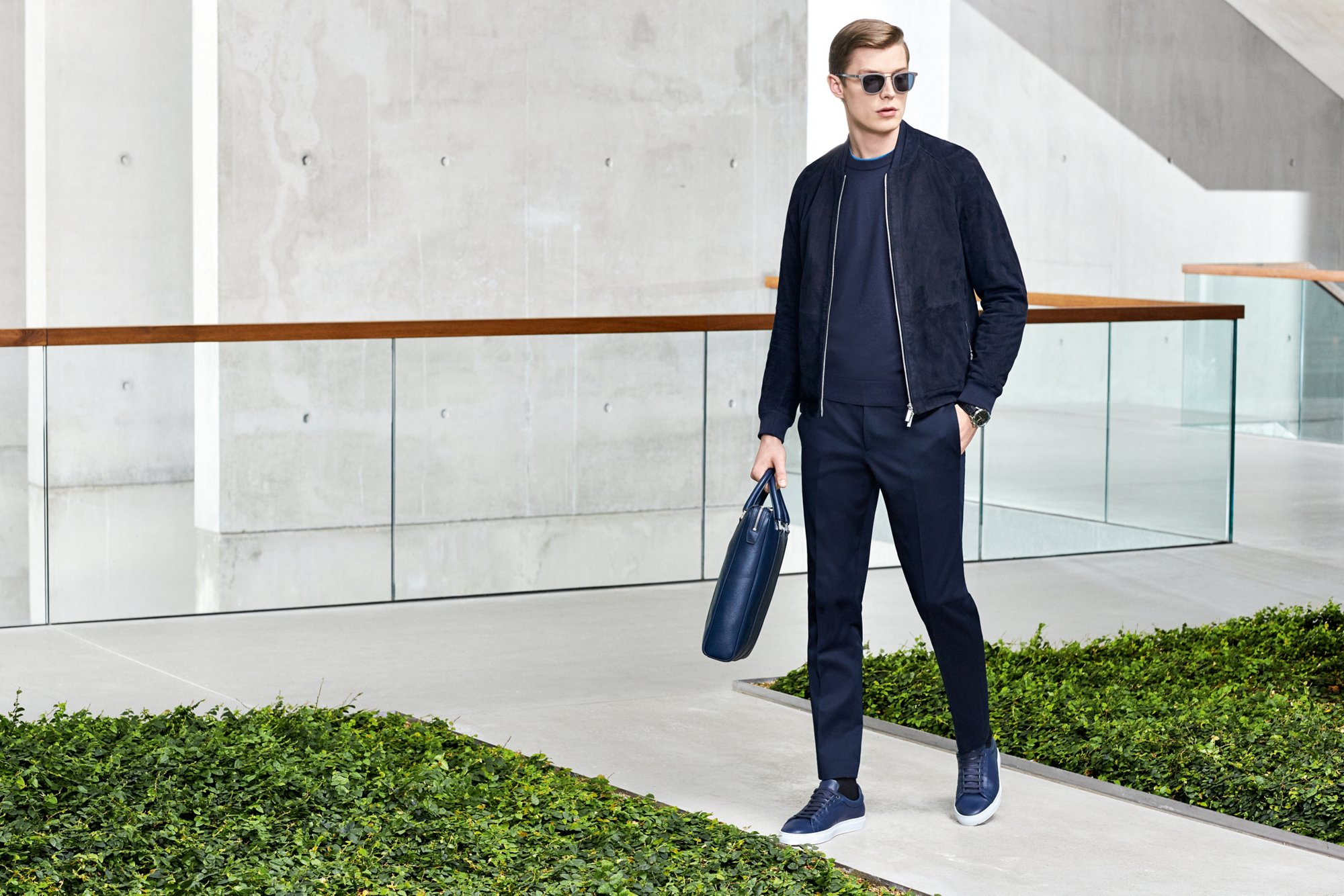 Colbert, overhemd, zonnebril en horloge van BOSS Menswear