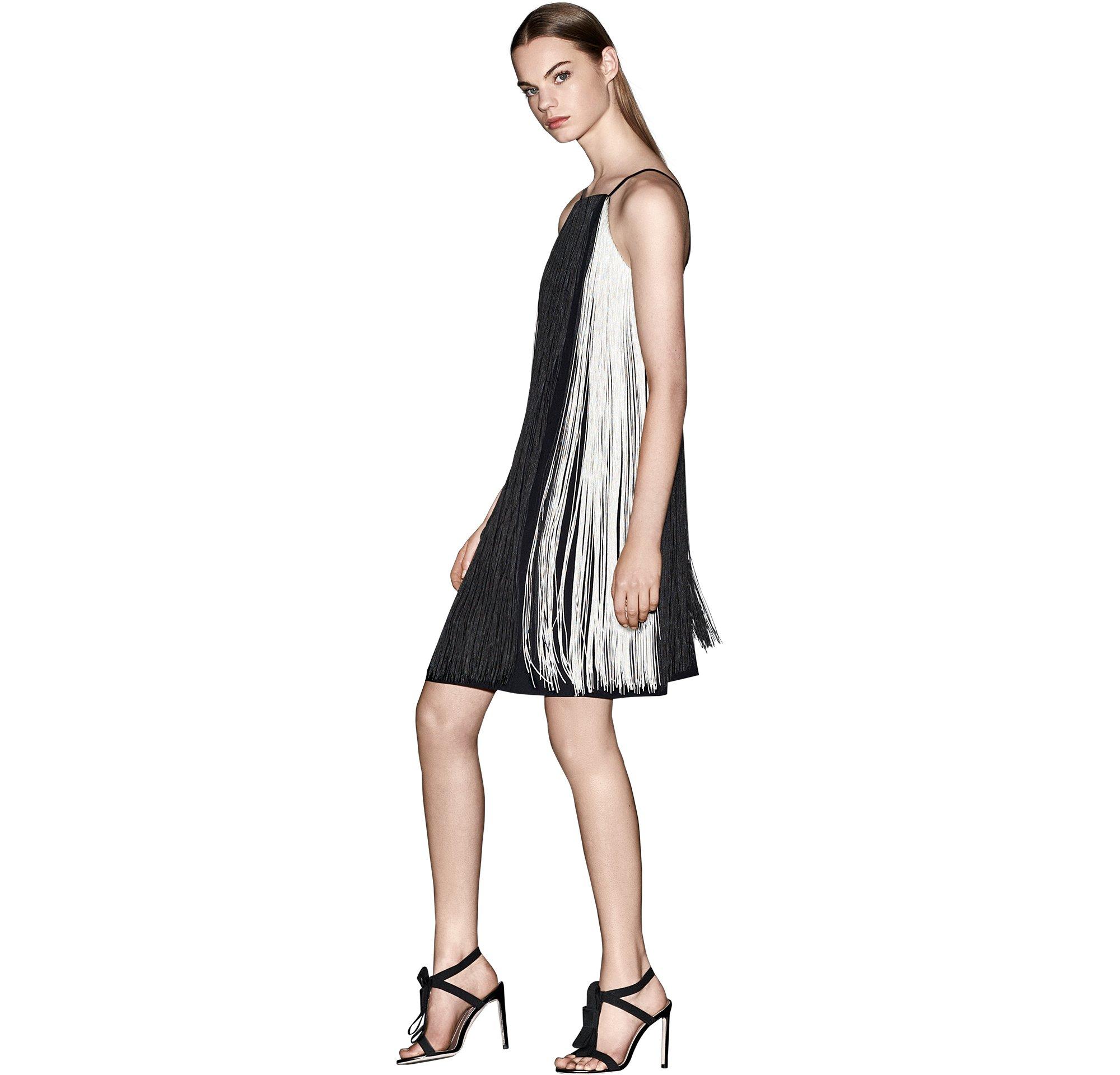 Schwarzes Kleid und schwarze Schuhe von BOSS