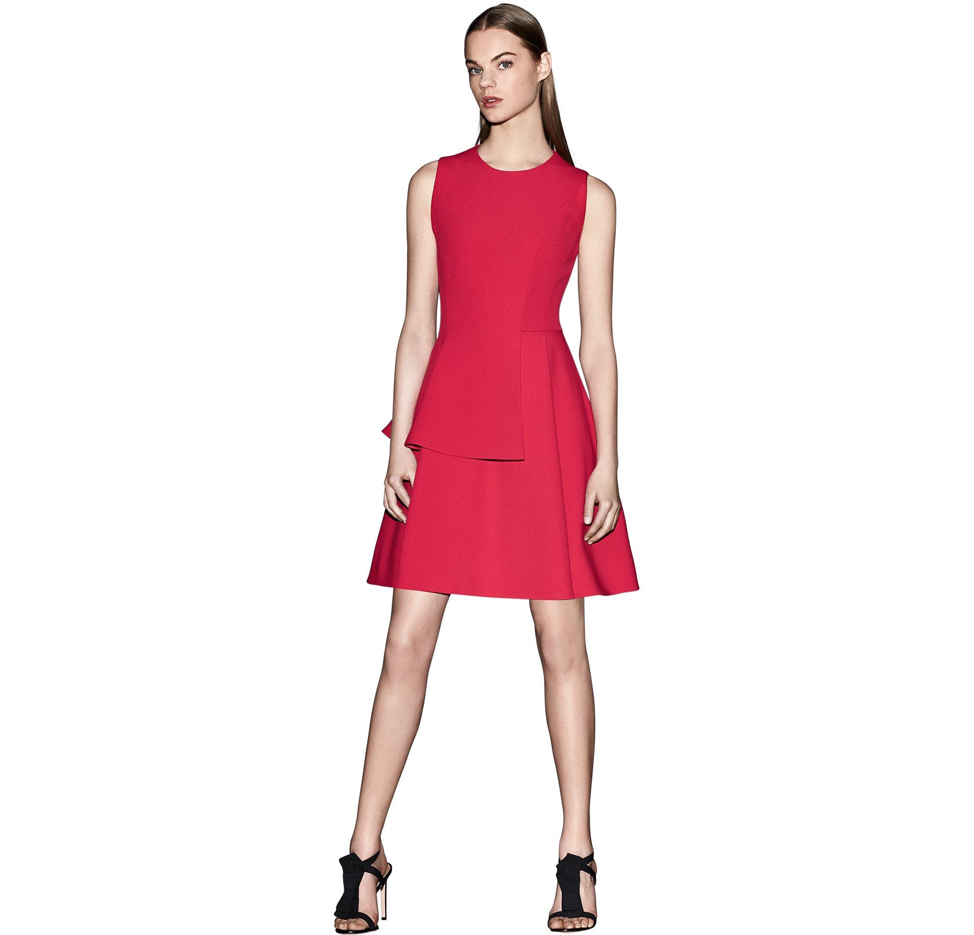 Rotes Kleid und schwarze Schuhe von BOSS