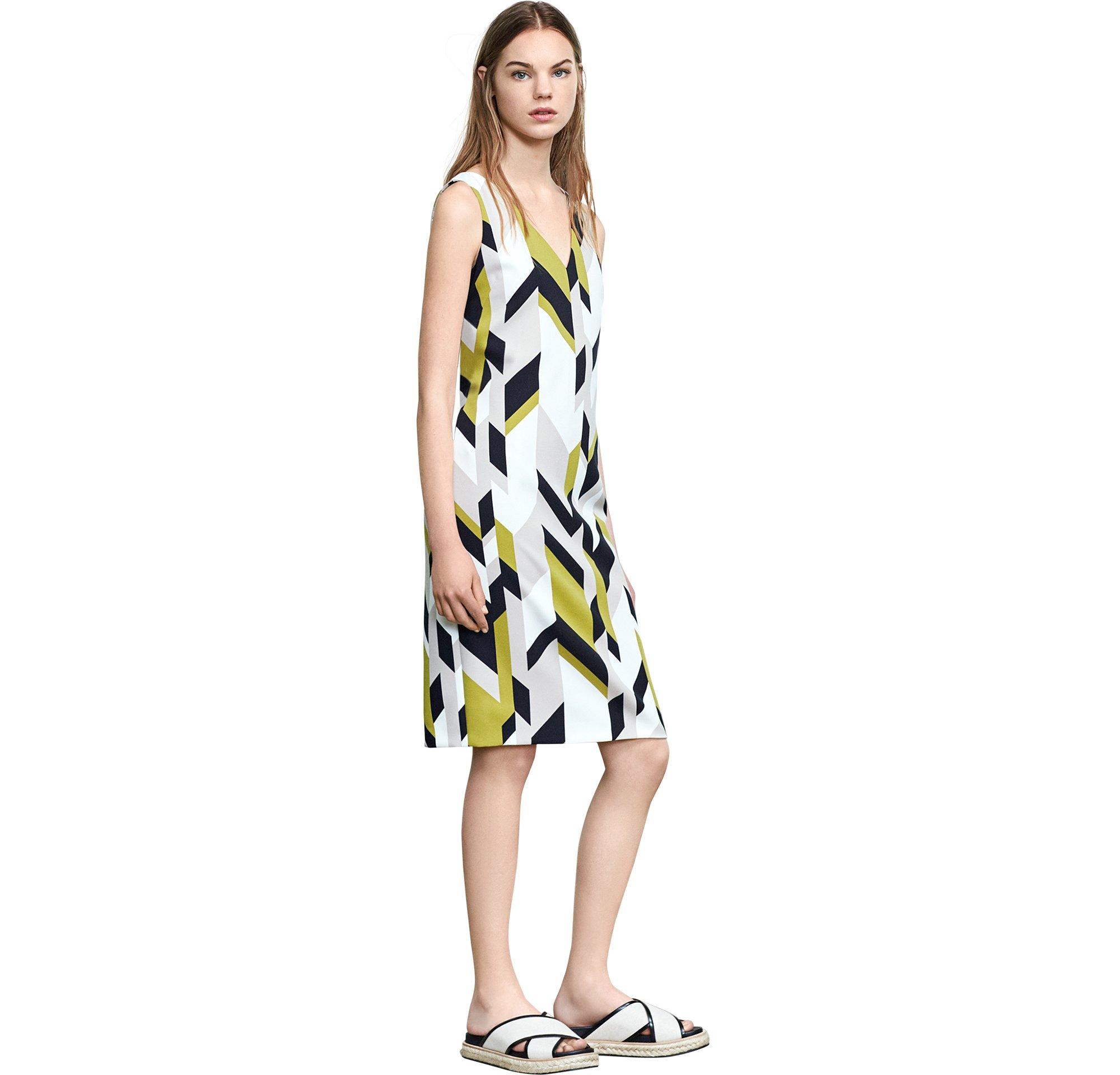 Kleid und Schuhe von BOSS Womenswear
