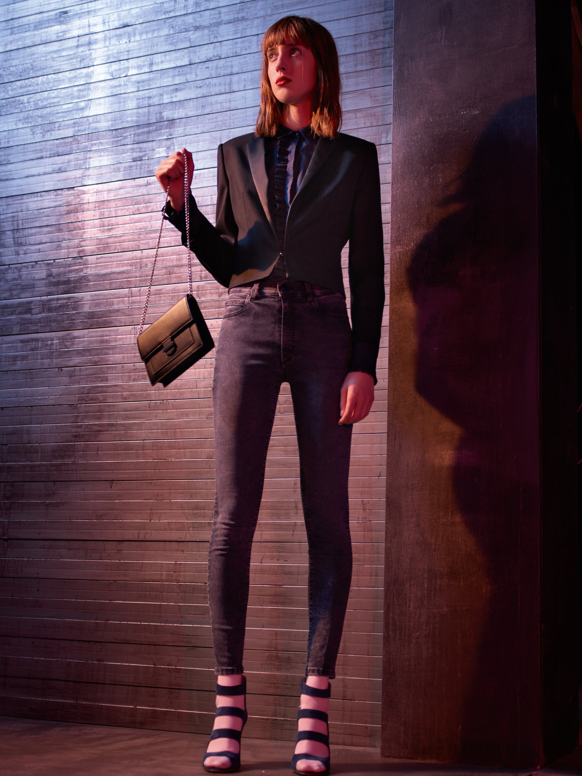 Blazer, Hemd, Jeans und Tasche von HUGO Womenswear
