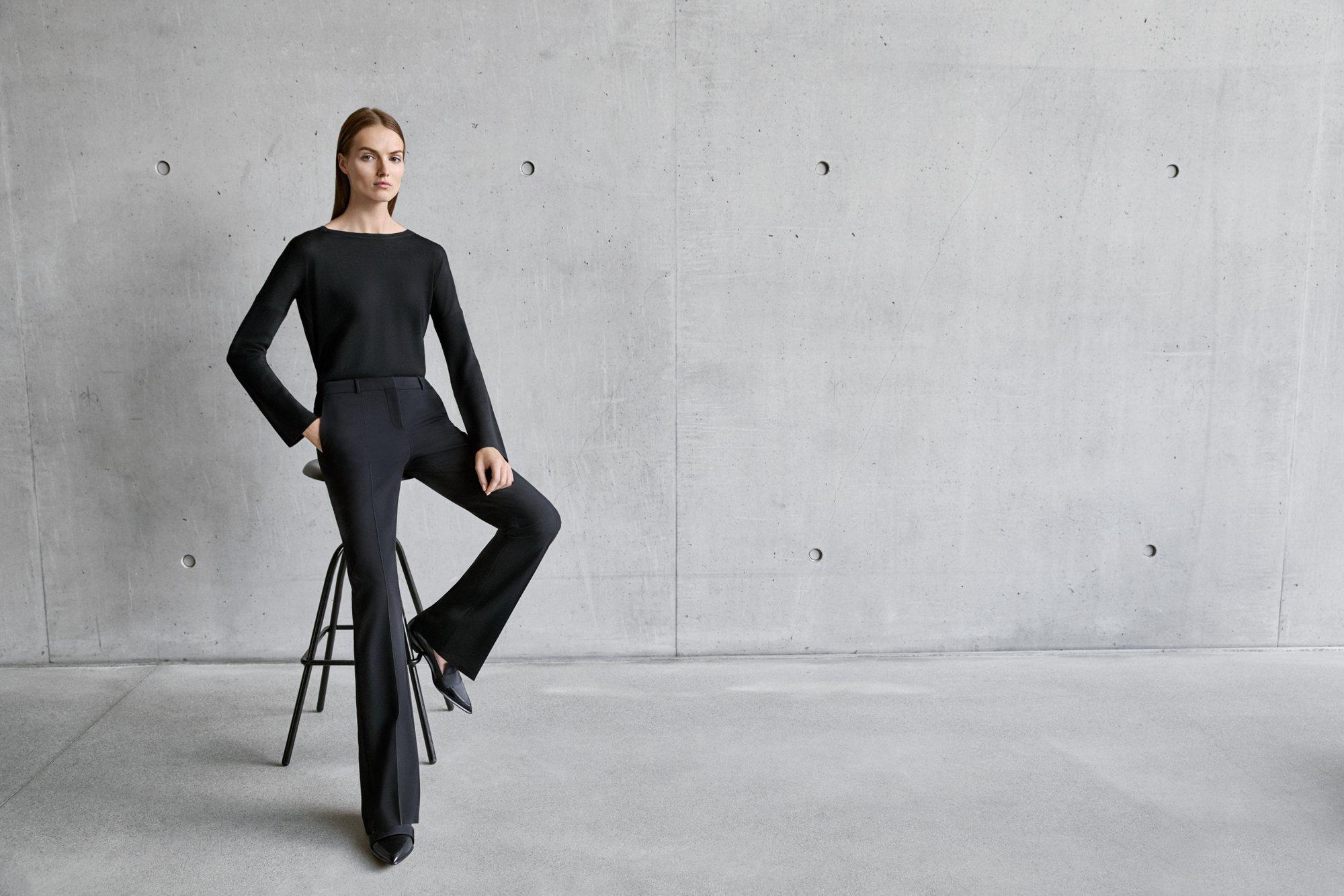 Zwarte blouse, broek en schoenen van BOSS