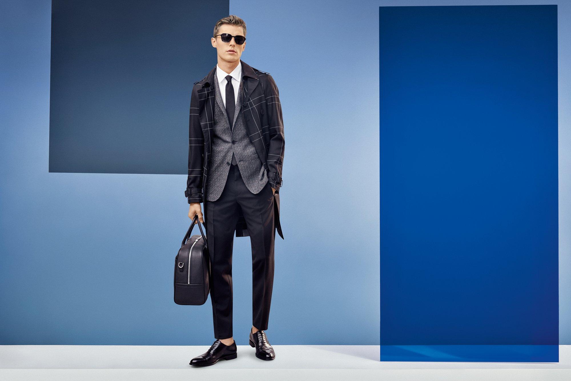 就好像女人永远少一双高跟鞋,男人也永远少一件外套。那件能让你一改往日优雅形象,让人眼前一亮的外套。造型抢眼的外套不仅能让你在寒冬里保持温度,更为你的型格加分。只需穿上这件抢眼的外套,焕然一新的你就是世界的主角。