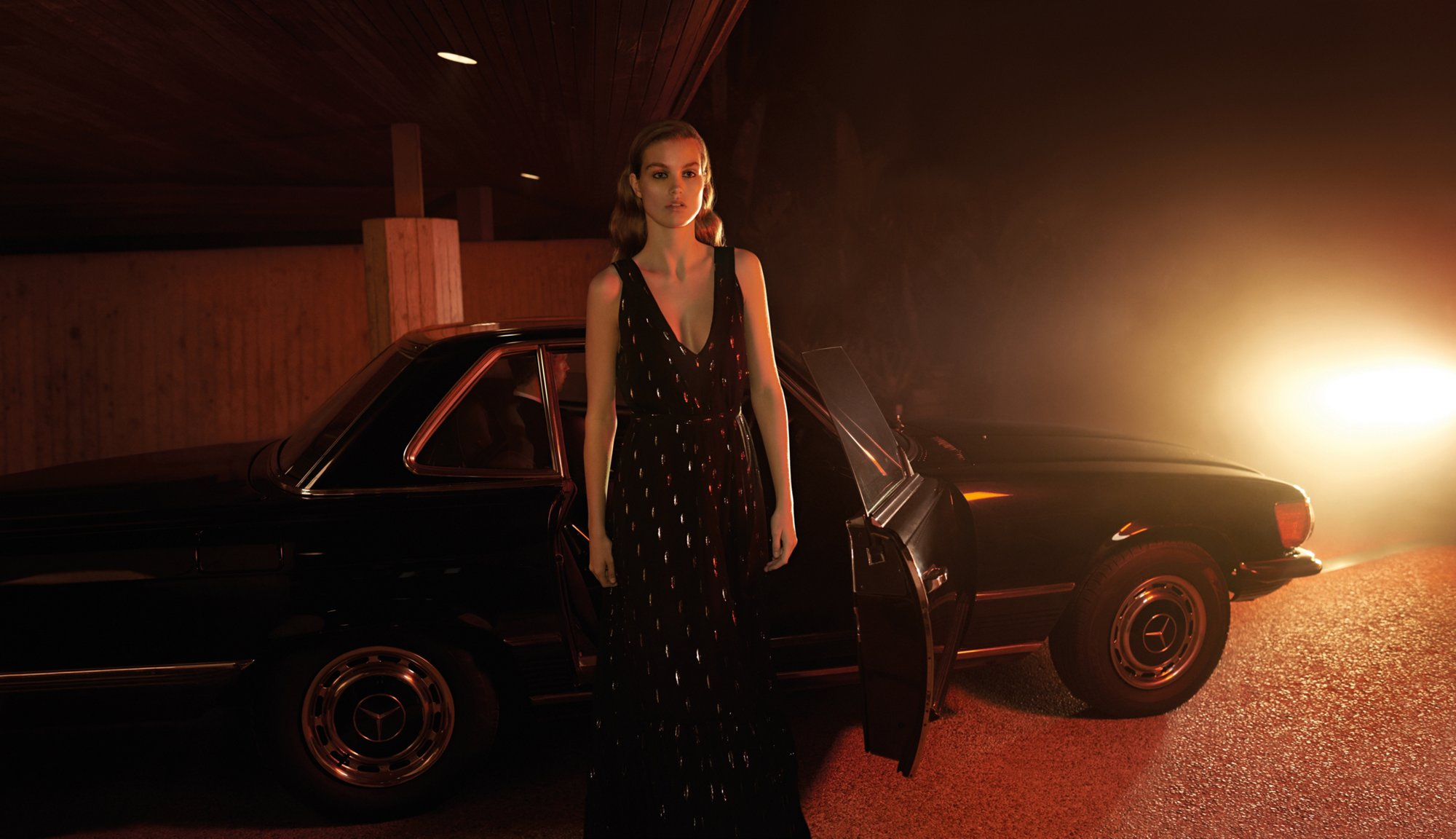 BOSS全新节日系列助您点亮假日季,为晚礼服造型赋予全新阐释。夜幕降临,换上一件黑色的轰炸机式夹克,穿上运动风格的服装,或者搭配一条层层叠错的薄纱修身长裙。作为年度大型盛典的夜晚造型,再适合不过了