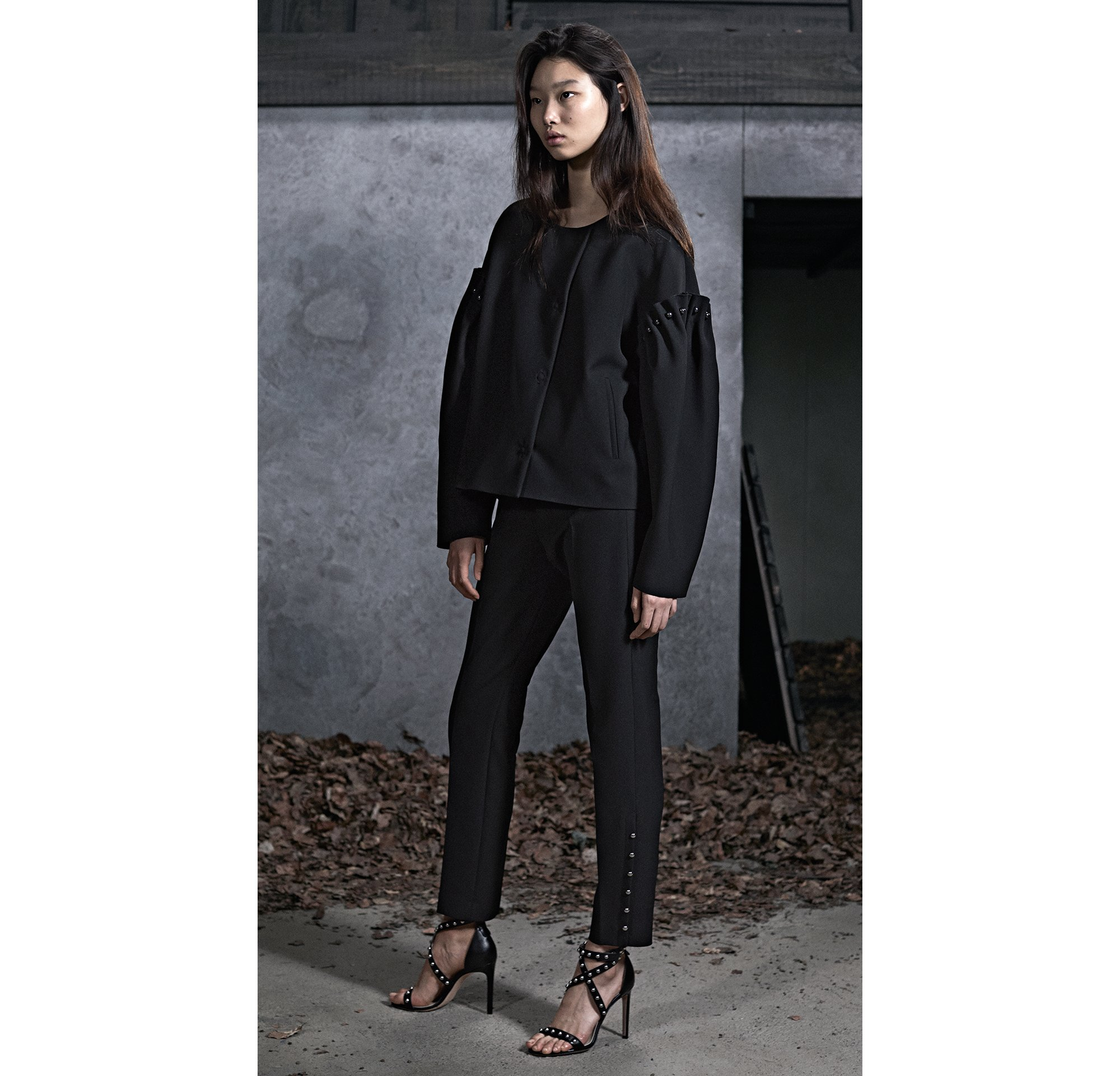 HUGO_Women_PS18_Look_1,