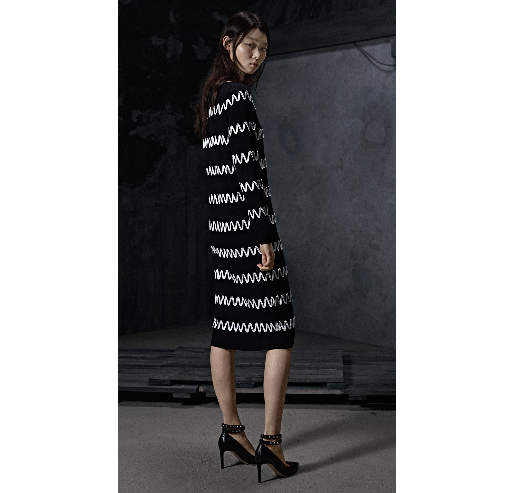 HUGO_Women_PS18_Look_9,