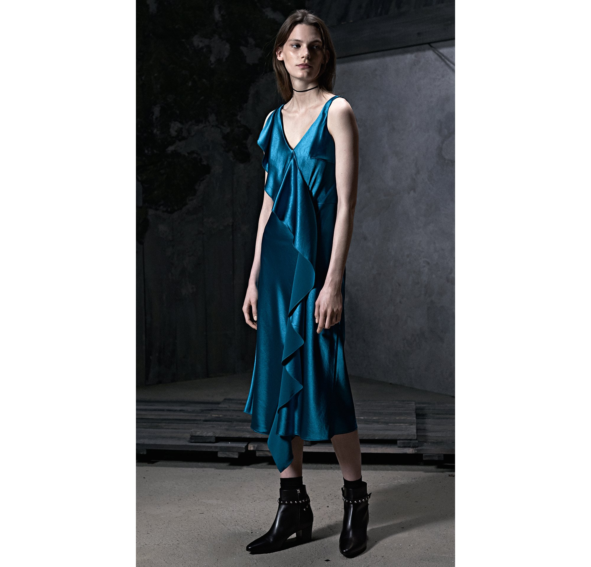 HUGO_Women_PS18_Look_37,