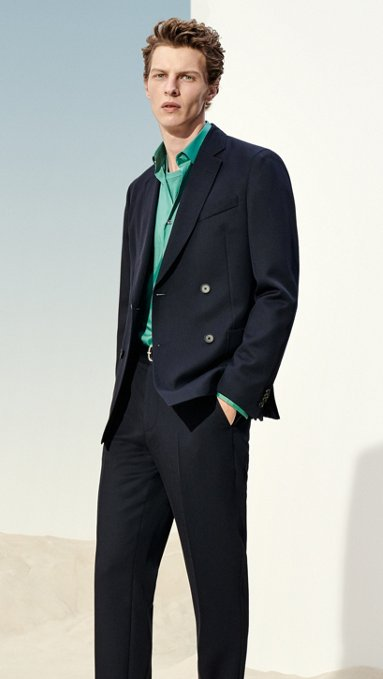 Comprar ahora · Hombre con chaqueta azul oscuro f08afac9d384