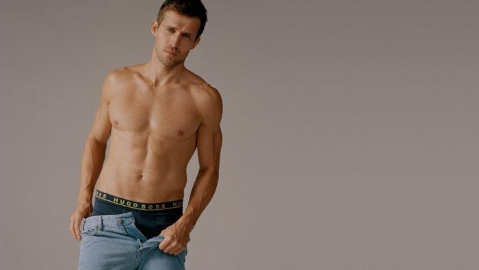Modelo masculino con moda íntimaBOSS