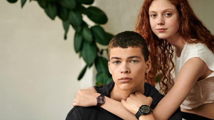 Modellen dragen horloges uit de nieuwe horlogecollectie van HUGO