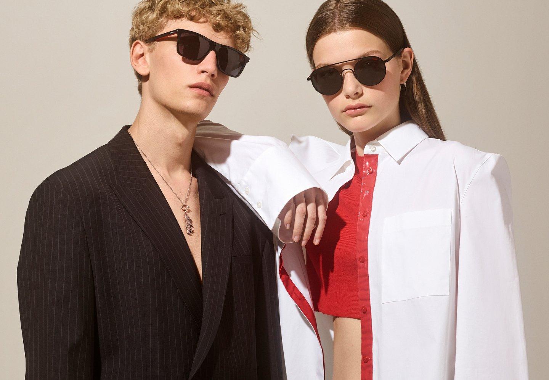 d4caffa42a7 ... Les mannequins portent des tenues et des lunettes de soleil HUGO