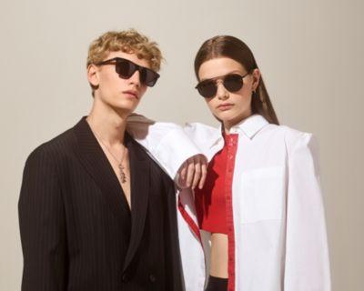 Les mannequins portent des lunettes de soleil issues de la dernière collection HUGO