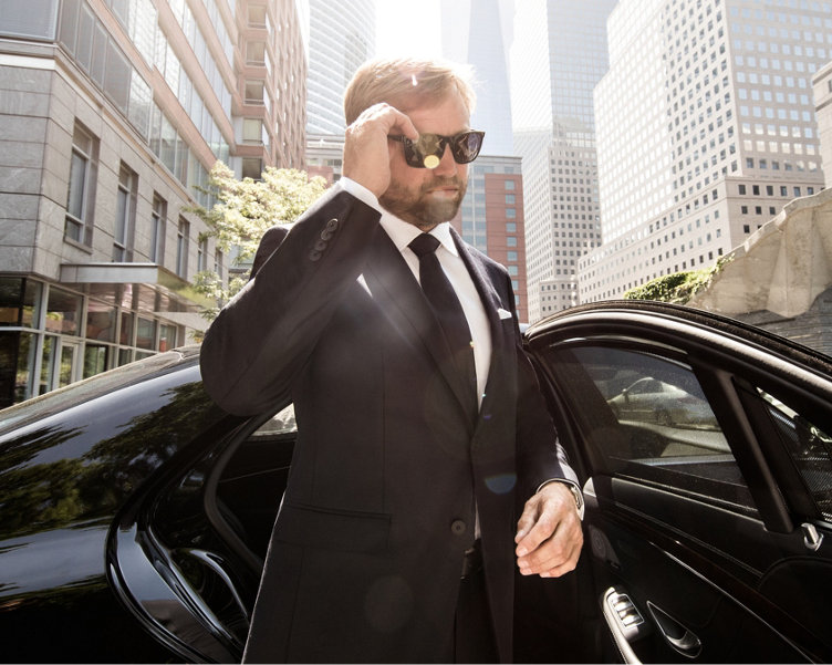 Alex Thomson in a black travel suit by BOSS