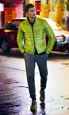 Blouson noir, chemise jaune, pantalon et baskets gris BOSS Green