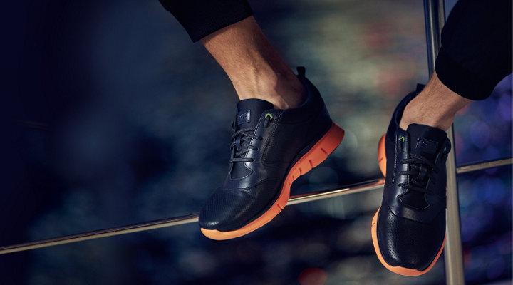Dunkelblaue und orangefarbene Sneaker von BOSSGreen