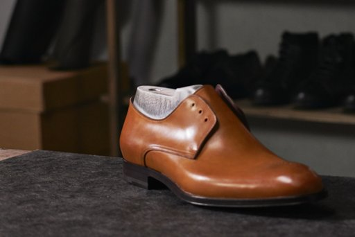 ... Italy Artisan shoemaker at the HUGO BOSS production facility in  Morrovalle 69c67c0af64