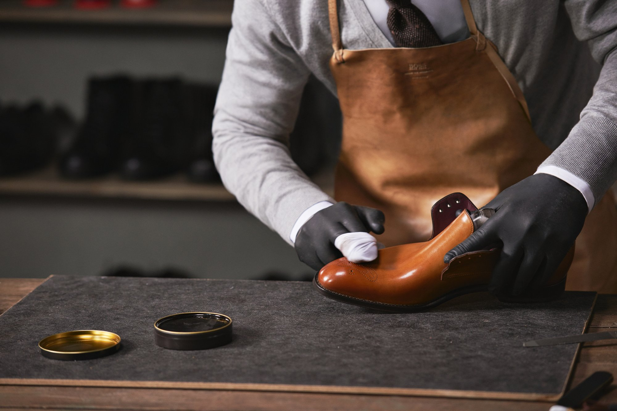 Shoe production: Waxing the shoe for a perfect finish