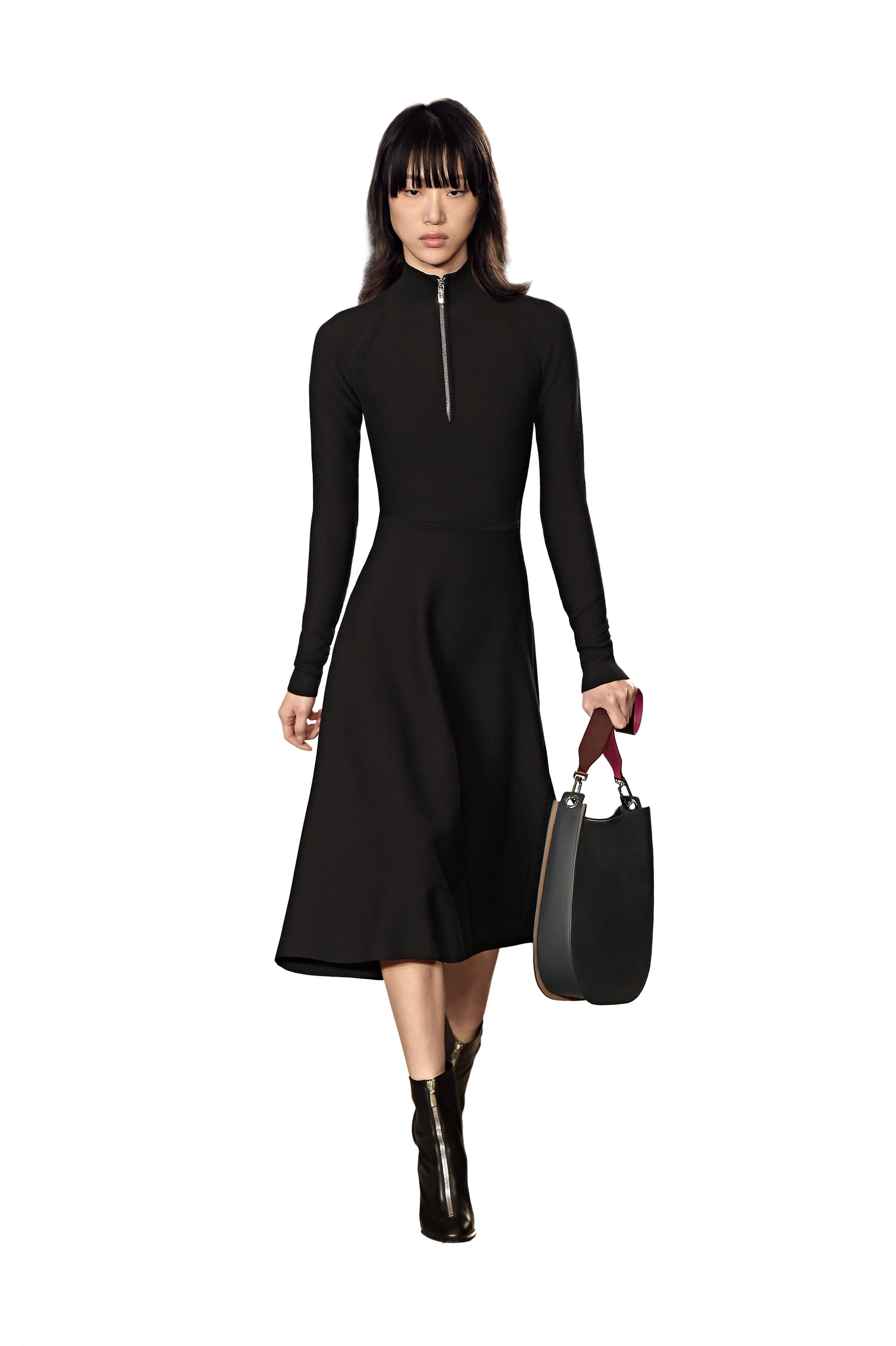 Robe noire, bottes et sac à main BOSS