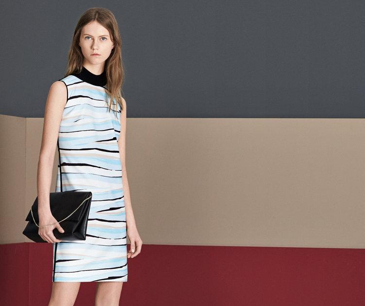 Model met blauwe jurk van BOSS