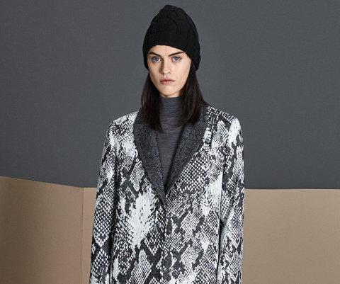 Manteau gris, haut en maille marron BOSS