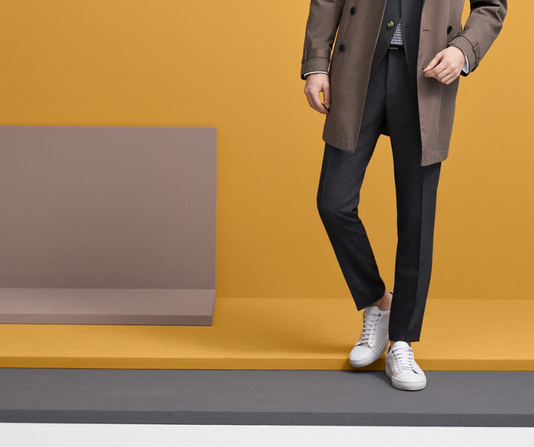 Schwarze Sneaker mit weißer Sohle von HUGO BOSS Menswear.