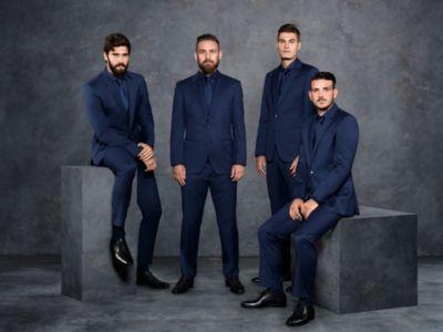 Les joueurs du prestigieux club de football A.S. Roma portent des costumes BOSS bleu foncé