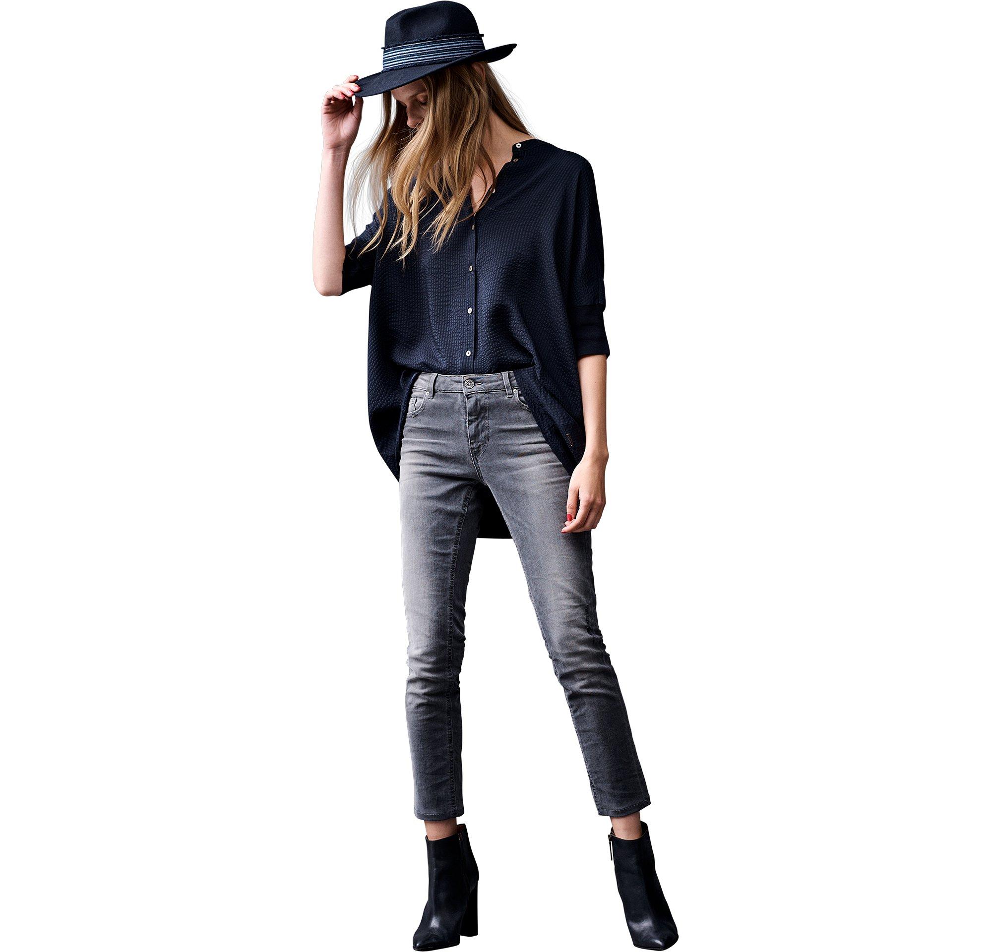 BOSS_ORANGE_Women_PF17_Look_14