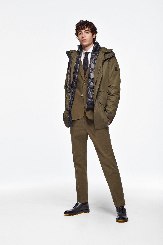 要在这个秋冬表现得无懈可击,无论天气如何变幻莫测。本季的全新设计强强联手了连帽派克大衣和羽绒夹克,它们不仅可以单穿也可以叠穿。所以呢?三种完全不同的形式可以轻松抵御任何温度来袭,谁还担心天气如何!
