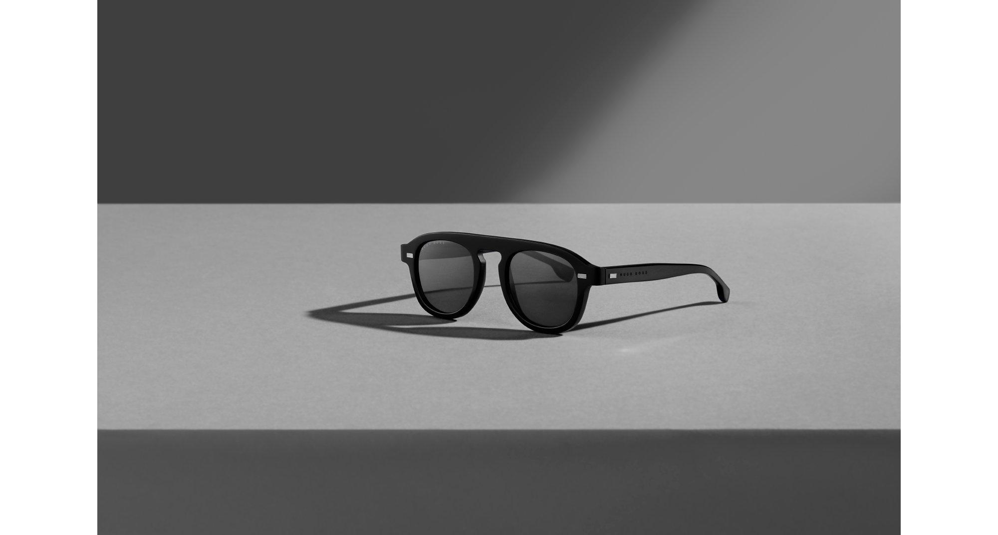 为你介绍始终走在时尚前沿的全新BOSS太阳眼镜系列,专业设计,精于细节。选择一副BOSS署名款陪着一路实现你的理想