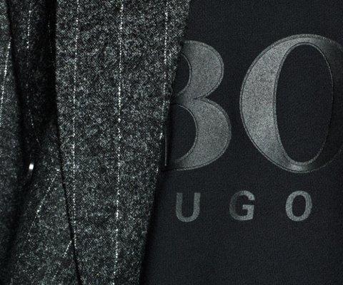 西装是都市男士工作生活中必不可少的服饰,本季 BOSS 将标志性的双排扣剪裁融入运动休闲格调:西装羊驼毛面料与柔软宽松的廓形契合,彰显自信男子气概。可以根据不同的场合随意搭配,不仅能够驾驭正式商务场合,亦或与针织衫营造舒适休闲的运动风格