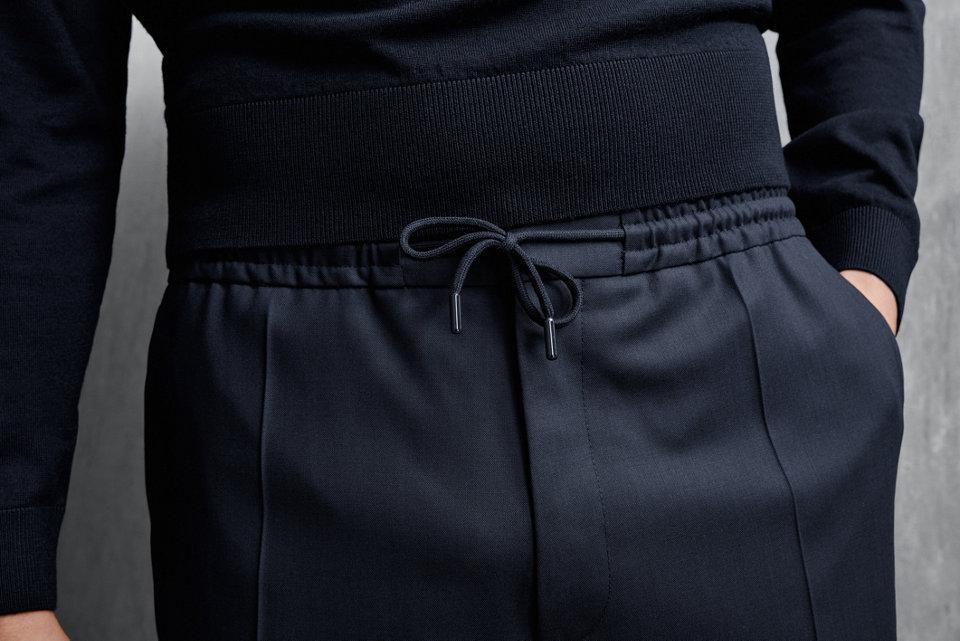 德国队精准且自信的特色与BOSS的品牌理念不谋而合。作为官方服装赞助商的我们,助力他们在球场外同样意气风发