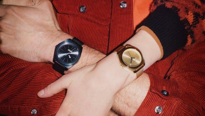 Models mit Uhren aus der neuen Uhrenkollektion von HUGO