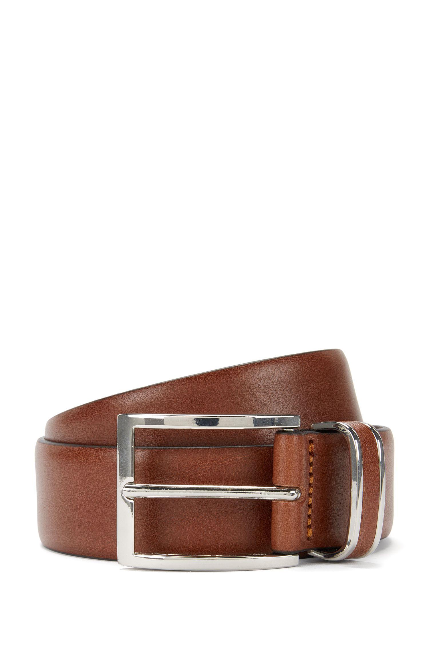 Cinturón de piel con trabilla con ribete metálico