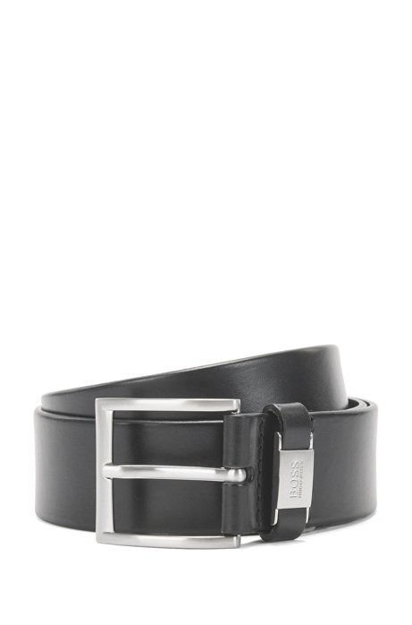 Cinturón de piel italiana con detalle metálico grabado en la trabilla, Negro