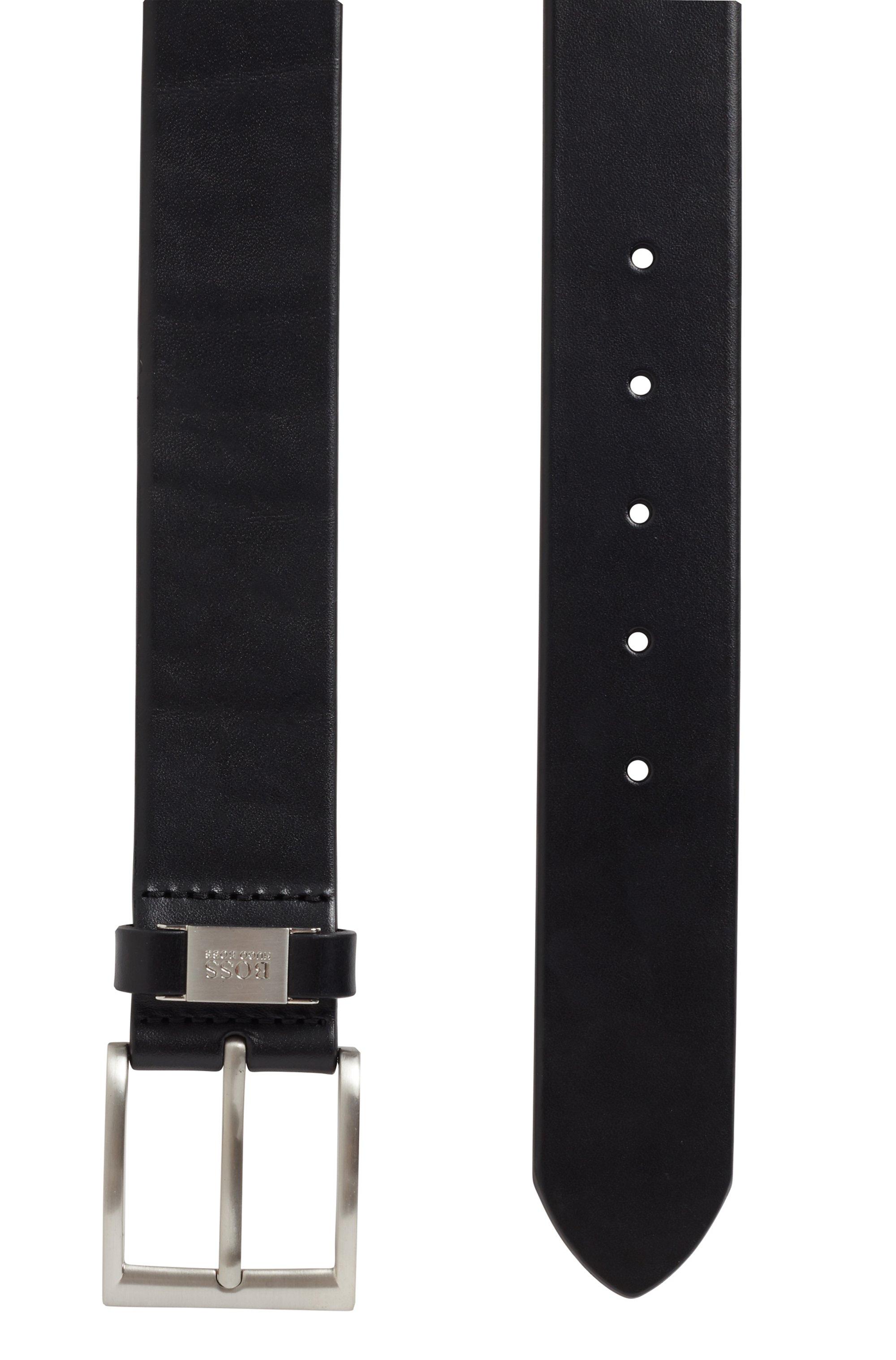 Cintura in pelle con dettaglio in metallo brandizzato sul passante