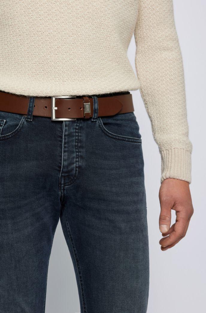 Cintura in pelle conciata al vegetale con passante con dettaglio in metallo con logo