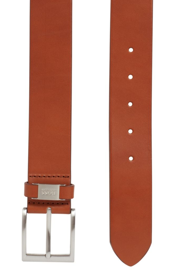 Vegetable-tanned leather belt with branded keeper hardware