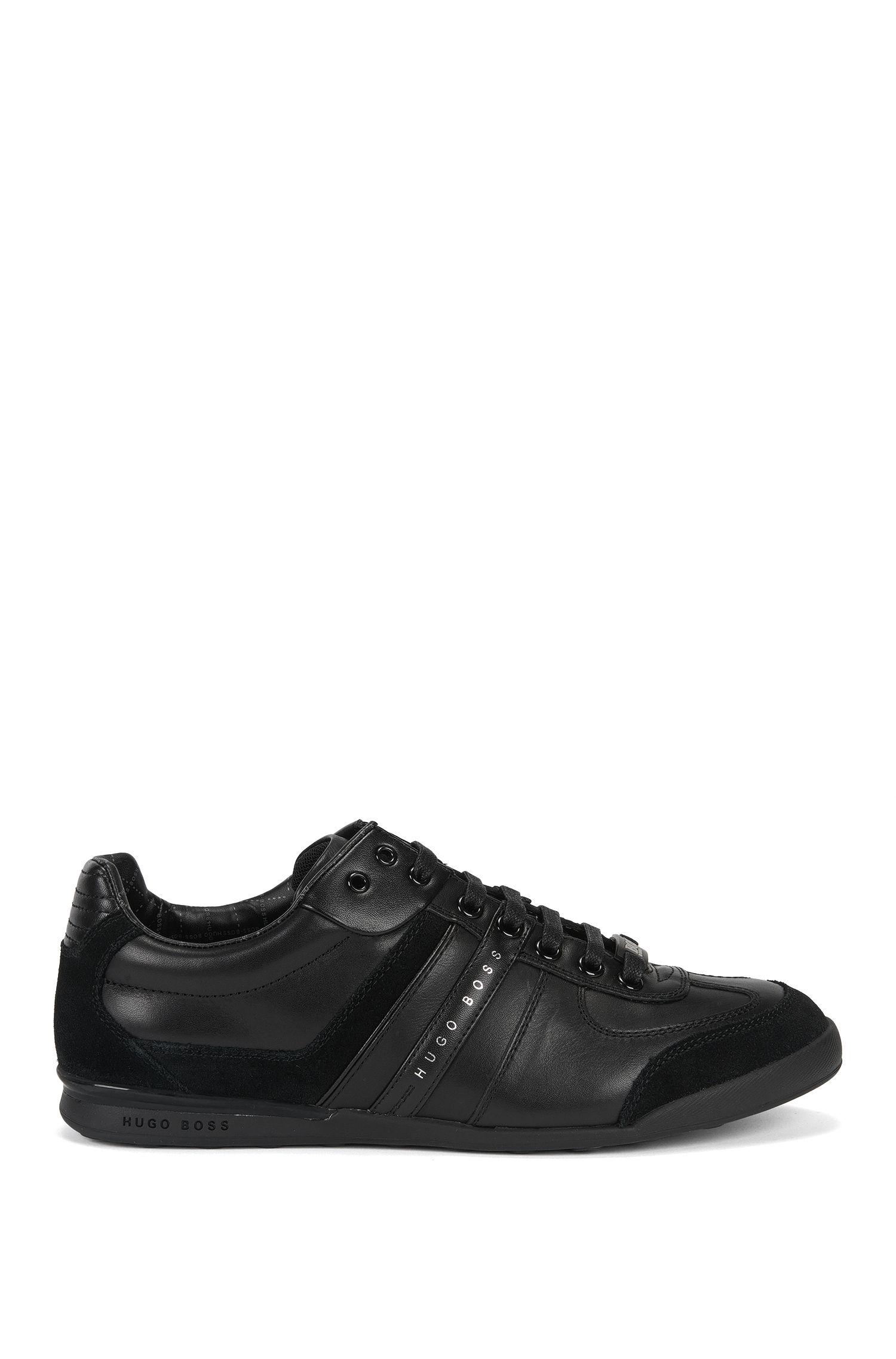 Low-top Sneakers aus Glatt- und Veloursleder